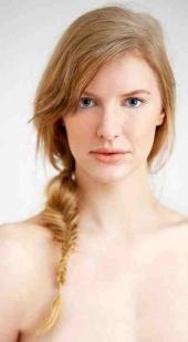 Illana Cherry Make Up