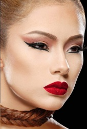 Darya Latham Makeup