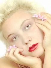BlondBombshell93