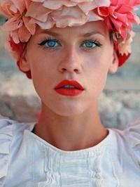 Model Eva Jean
