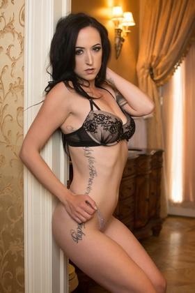 Nikki Nicole Model
