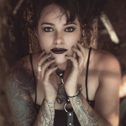 Lilli Steele