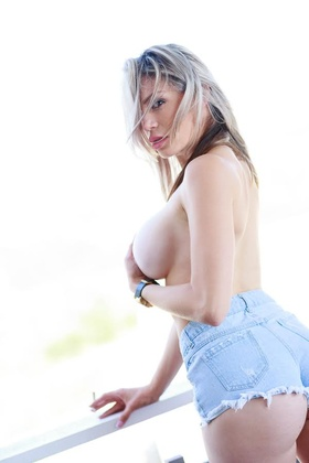 Natasha_Leanne