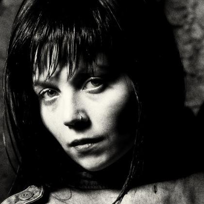 Joana White Black