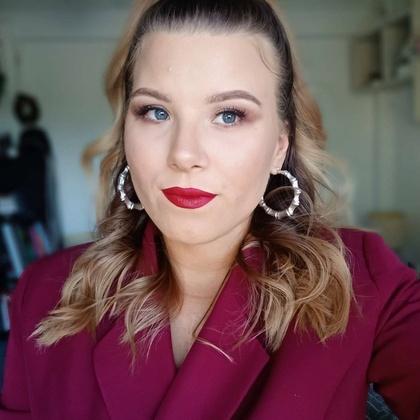 Nicole Karolina Makeup