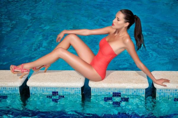 Lauren Vickers, Poolside glamour, Barcelona, Spain