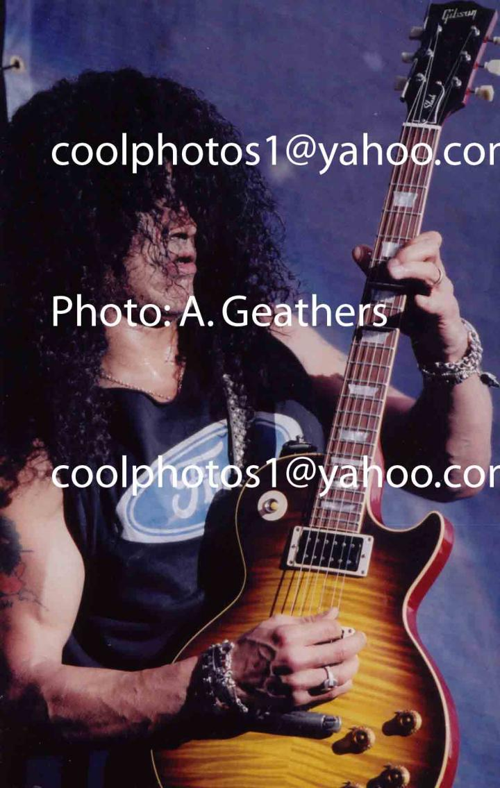Apr 12, 2005 Anthony Geathers Slash (without his hat) rocks it out with Velvet Revolver