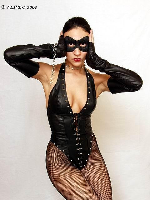 Apr 13, 2005 CLICKO 2004 Catwoman?   Lisa Tyler