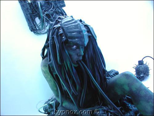 May 26, 2005 ɠhypnox.com alienchair shoot