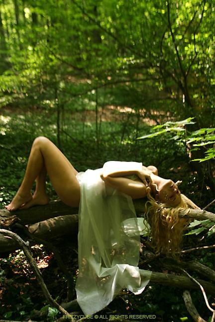 Jun 11, 2005 2005 FrizzyCube Rebecca <Untouched>