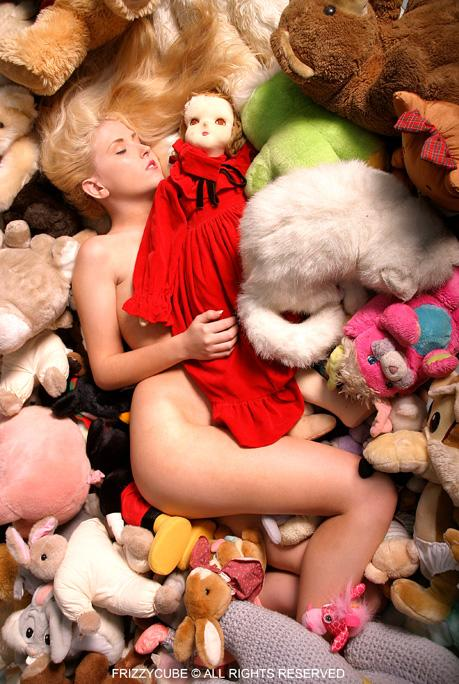 Jun 16, 2005 2005 FrizzyCube Rebecca - Toyland Daydreamer