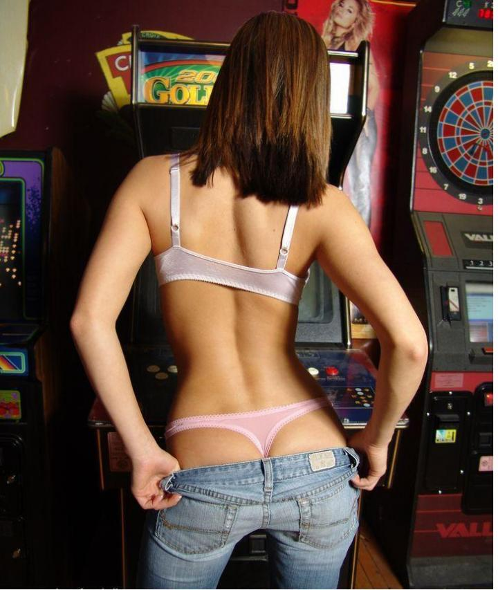 Springfield, IL Aug 08, 2005 Gunner Arcade Game