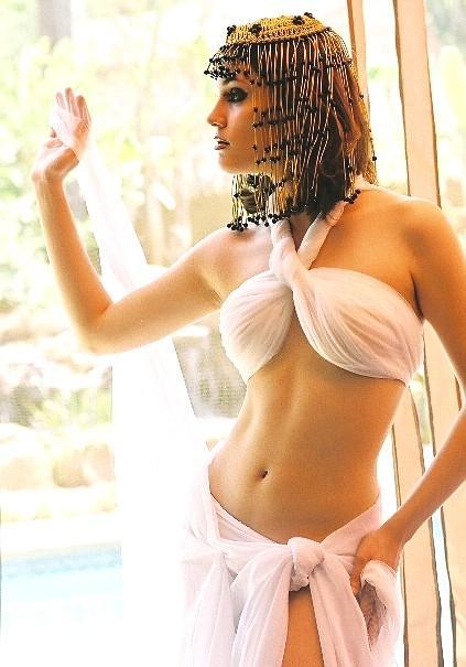 Egypt Aug 31, 2005 © Jon Allen Rowader / Spectral Reflections® Nefertiti waving to her Pharaoh