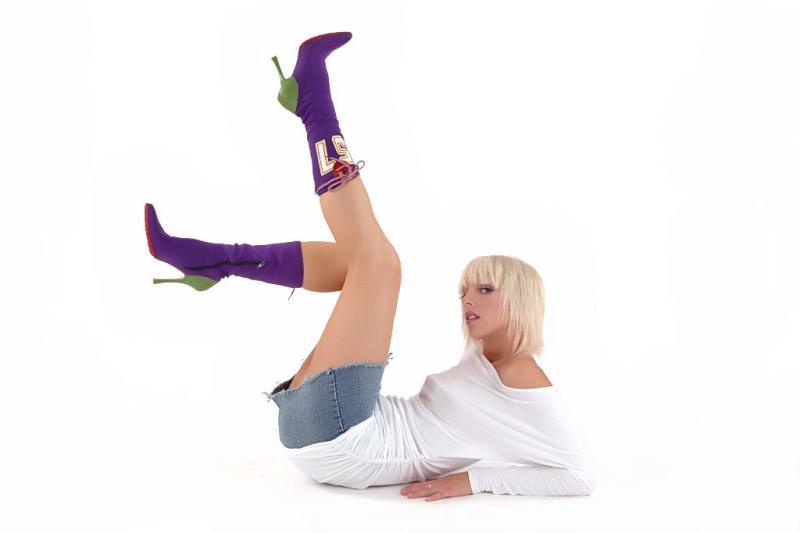 Regina Nov 02, 2005 2005 bcheckowy Mel - Like my boots?