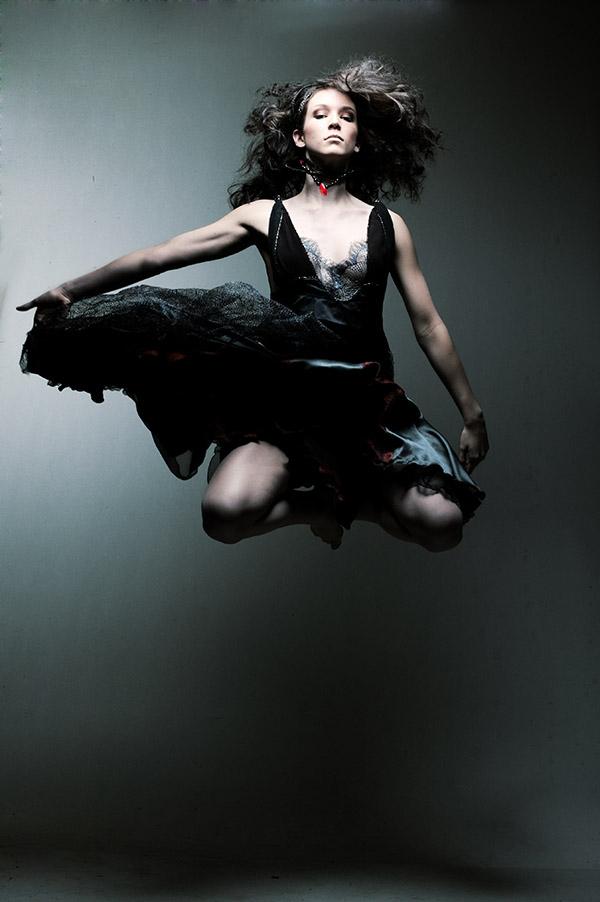 Mar 14, 2006 Tom Ma NEXT Model: Lindsay MUA: Maggie Ng (17199) Stylist: Lotus Leaf (88361)