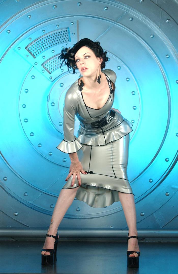 Apr 26, 2006 Pia Kaamos/Sean McCall Bond Girl (Latex by Venus Prototype)