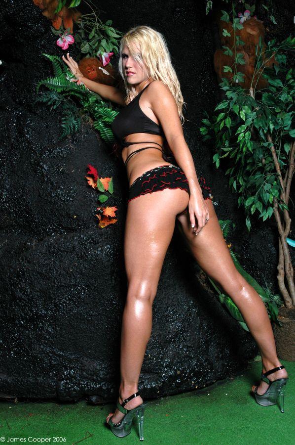 Female model photo shoot of Alison Rich