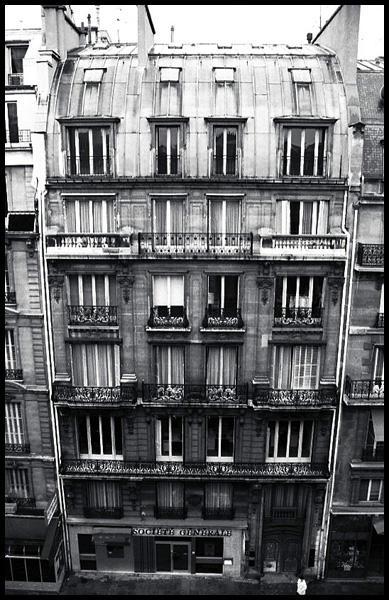 Paris - France May 27, 2006 John Malloch-Caldwell Editorial - Paris Series No 2