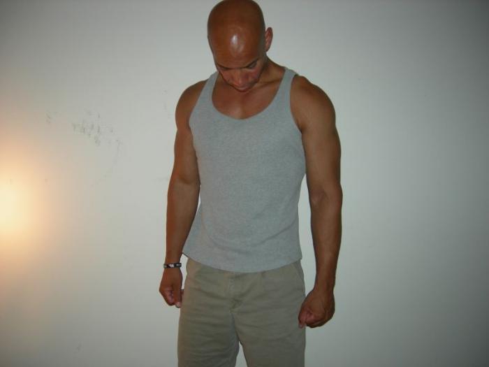 Male model photo shoot of I am Moe