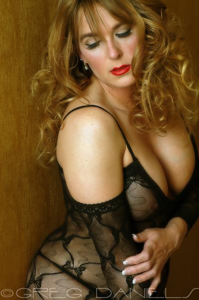 Female model photo shoot of Julie Montana