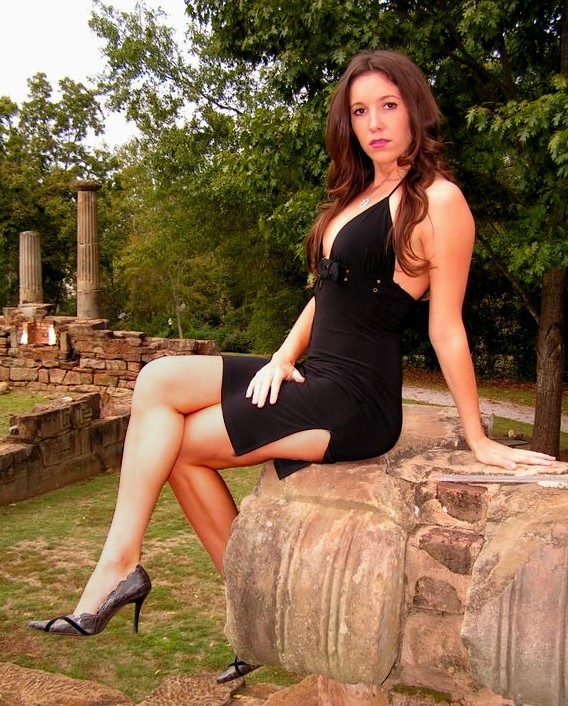 Female model photo shoot of Lindsay Alexis