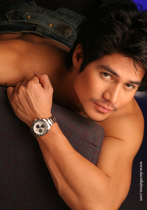 Manila, Philippines Nov 26, 2006 ABS-CBN Publishing, David Fabros Piolo Pascual, Star Magic catalog 2007