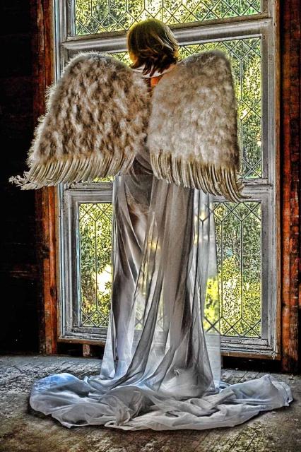 Run down Riverside House Nov 29, 2006 Ralph Corrigan Angel in waiting ..
