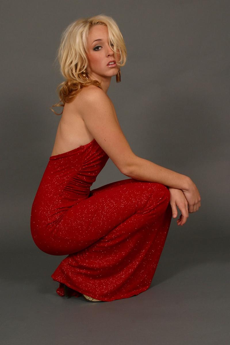 Female model photo shoot of Meghen by Noirblanco