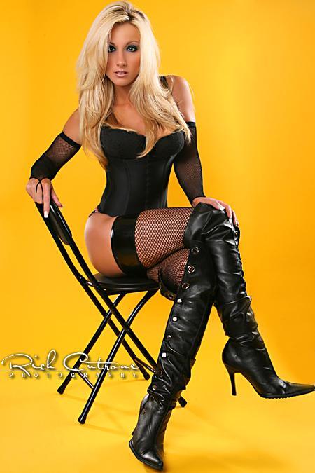 Female model photo shoot of Carly