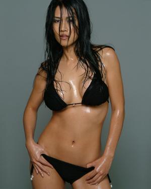 Dec 18, 2006 Quinn Bui wet black bikini