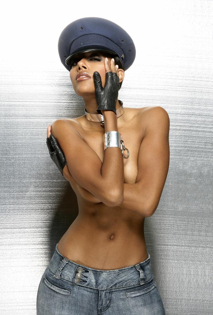 LEON Studio Dec 25, 2006 LEON Photography Model: Niki Love / Collar & bracelet cuff made by: HARDWEAR by LEON, Styling:LEON