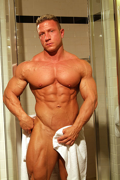 Dec 25, 2006 www.musclehunks.com