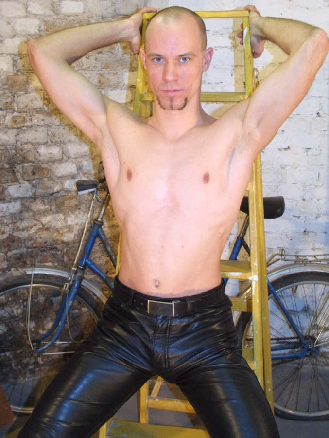 Jan 02, 2007 shirtless in tight leather pants