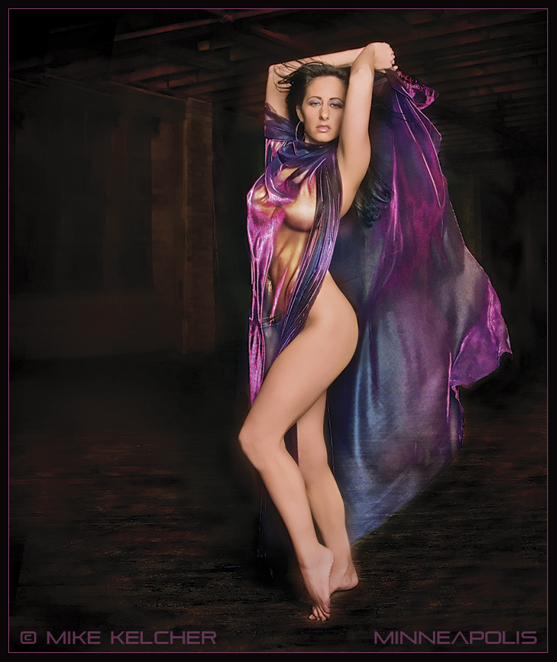 http://photos.modelmayhem.com/photos/070114/22/45aaf85f76940.jpg
