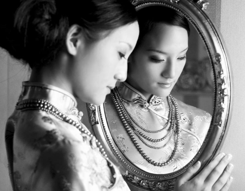 Taipei, Taiwan Jan 25, 2007 La Mode Studios B&W Mirror Image