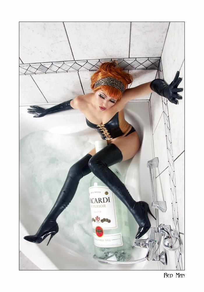 Poland Feb 26, 2007 Red Man  Latex bath - Natasha de Viant
