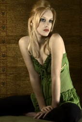 http://photos.modelmayhem.com/photos/070315/05/45f916ba5479c_m.jpg
