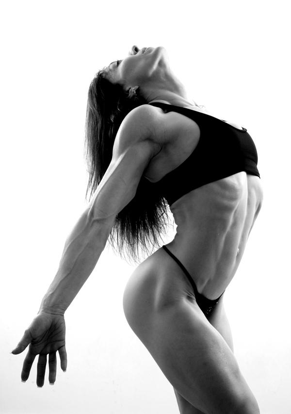 Susans Home Gym Mar 22, 2007 Serious curves Training/Bernard Clark Photography Sweet Surrender
