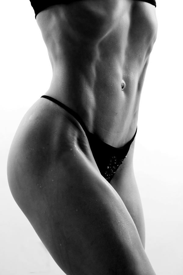 Susans Home Gym Mar 30, 2007 Serious curves Training/Bernard Clark Photography Abs-olutely~