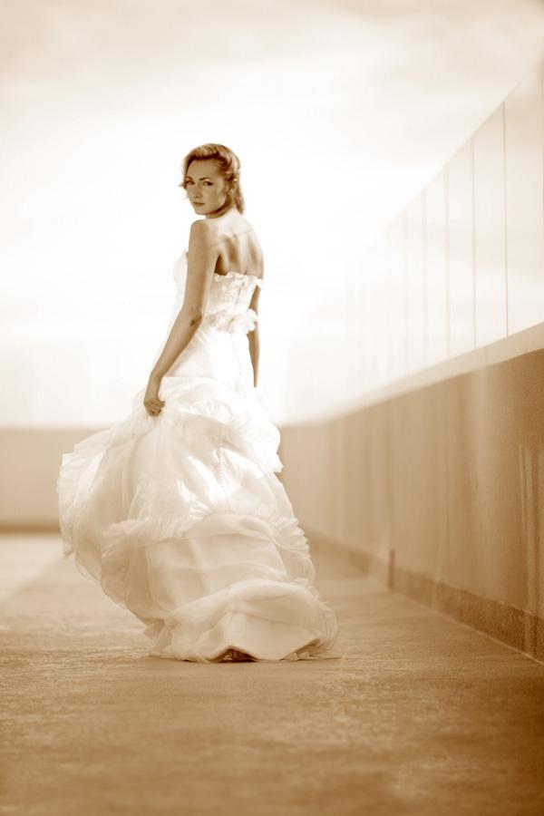 Platinum Hotel  Mar 31, 2007 www.mikelarson.com  Runaway Bride / Las Vegas Bridal Couture Shoot