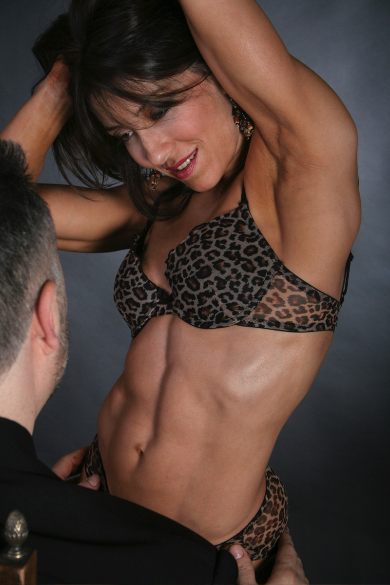 Downtown Toronto Studio Apr 04, 2007 serious curves Training/morgan media Only For My Man