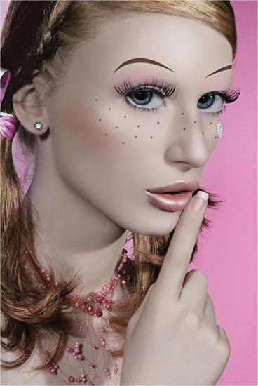 Eric Bonzis Studio - Belgium Apr 16, 2007 Stéphanie S&H : http://www.alimage.com | Model : Julie | Make up, Hair , Stylism : Stéphanie S&H | Retouching : Stéphanie S&H Plastic Doll