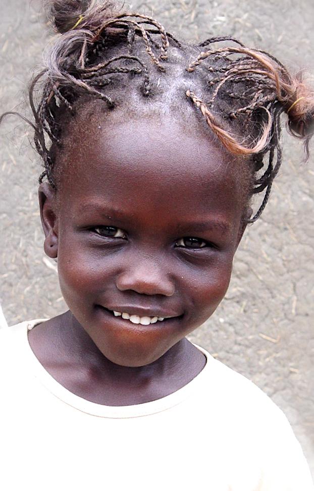 Malakal, Sudan May 30, 2007 2005 J V O Weaver Shilluk girl