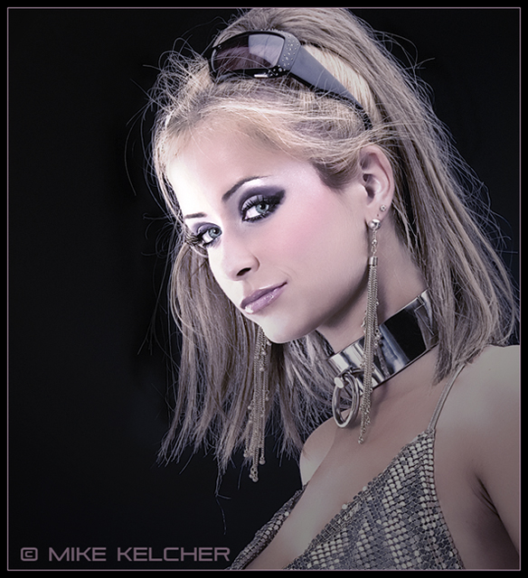 http://photos.modelmayhem.com/photos/070606/02/4666563b88ca2.jpg