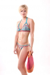 http://photos.modelmayhem.com/photos/070710/14/4693dca88d0c4_m.jpg