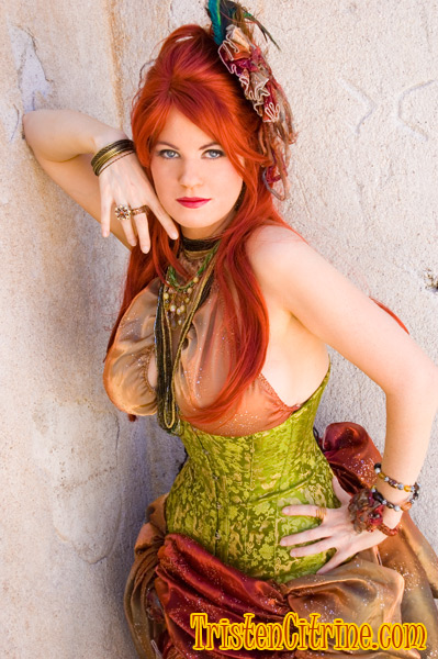 Rhyolite Nevada Aug 20, 2007 Photo by Tenshi, Corset by Versatile, Outfit &  Hair by T. Citrine Green corset, Henna hair