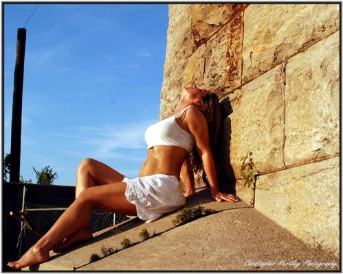 Female model photo shoot of RobynMichelle