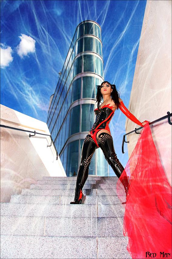 Paris Sep 10, 2007 Red Man Lady Storm - Model : Mya - MUA : Stephane Dussart