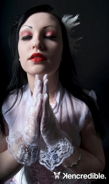 :: Kencredible Studios, Philadelphia :: Sep 22, 2007 :: Kencredible :: :: Praying ::