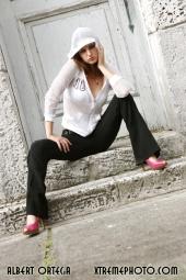 http://photos.modelmayhem.com/photos/070927/06/46fb8a9e7e9e5_m.jpg